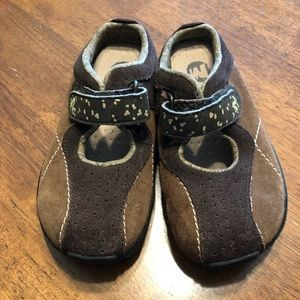 Merrell girls brown loafer shoes size 10